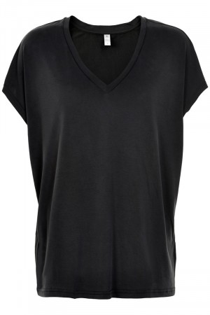 Culture Black Wash Kajsa V-neck Tee