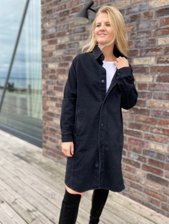 Holzweiler Black Washed Kaja Denim Dress - FORHÅNDSBESTILLING