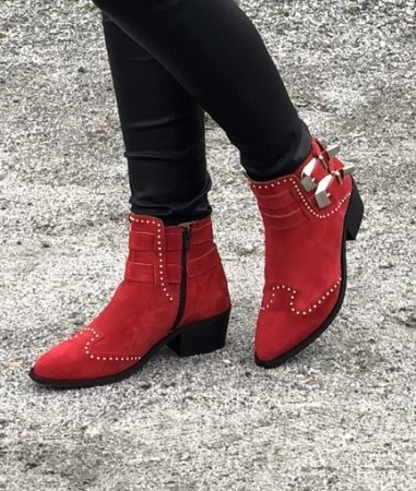 Pavement Red Suede 324 Evelin