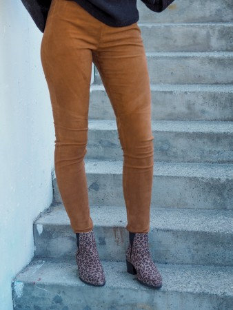 Butterfly Copenhagen Camel Classic Suede Stretchable Legging